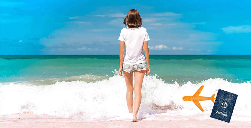 セブの海を見つめる後ろ姿の女の子